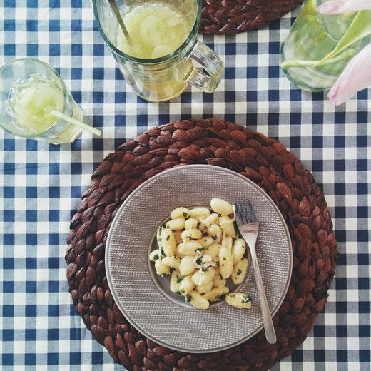 Nockerl ist die Bezeichnung für Klößchen in der Wiener Küche; sie sind entweder Suppeneinlage, Süßspeise oder Beilage. Wikipedia