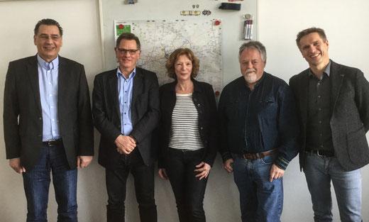 Der geschäftsführende SPD-Fraktionsvorstand Udo Sobieski (li.), Manuela Lukas und Volker Bleck (2. von re.) mit Wolfgang Neige (2. von li.) und Dirk Person. Foto: SPD
