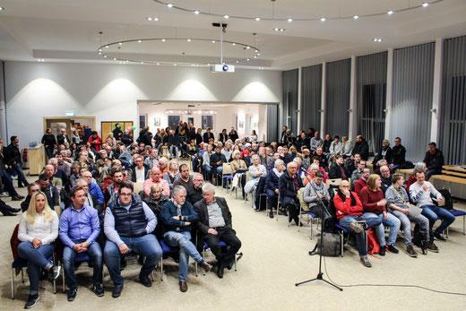 """""""Volles Haus"""" bei Bürgerveranstaltung der SPD- und CDU-Fraktion zum geplanten """"Winterweihnachtsmarkt"""" auf dem Cranger Kirmesplatz"""