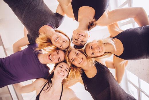 Selbstverteidigung ist anders als Kampfkunst. BE STRONG: Selbstverteidigung und Fitness für Frauen und Kinder. Selbstverteidigungskurs für Frauen in Zürich Oerlikon. Selbstverteidigungskurse für Frauen und Kinder in Zürich Oerlikon