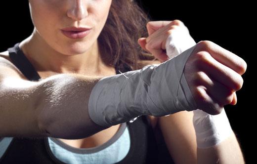 Disziplin und Spass. BE STRONG: Selbstverteidigung und Fitness für Frauen und Kinder. Selbstverteidigungskurs für Frauen in Zürich Oerlikon. Selbstverteidigungskurse für Frauen und Kinder in Zürich Oerlikon