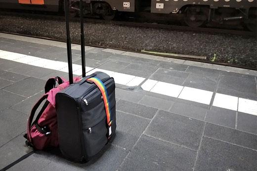Amsterdam Schiphol, Anreise mit der Bahn, Fliegen von Amsterda