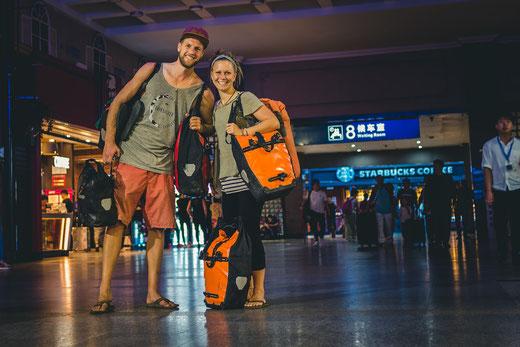 Beijing Railway Station. Wir aufgeregt. Die Räder bereits im Gepäckwagen verstaut.