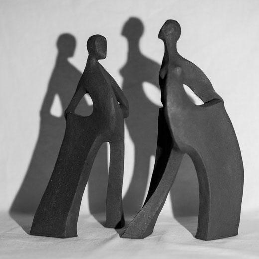 """""""LES AMOUREUX D'ÉVREUX""""    Sculpture African Stone (Terre d'expression haute température) cuisson four à bois -Noborigama-   Juan José Ruiz Artiste/Auteur Sculpteur céramiste dit Caco Décembre  2019"""