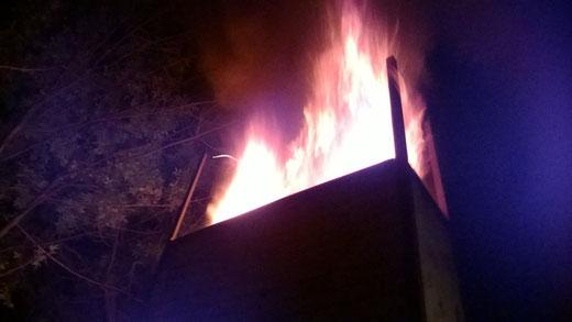 Flamme à la cheminée du Noborigama pendant une cuisson ...