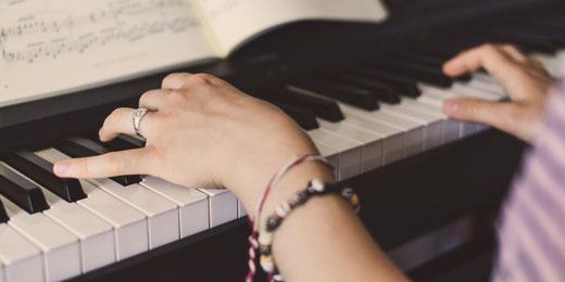 An der MZO können die Kinder alle Instrumente kennenlernen (Symbolbild)