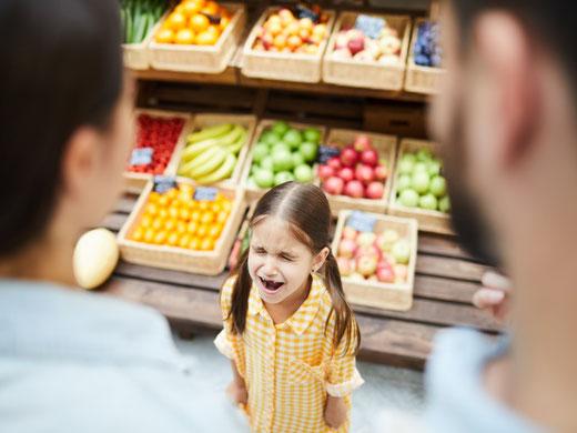 Nervenprobe für Eltern und Aussenstehende: Quängelndes Kind beim Einkaufen (Symbolbild)