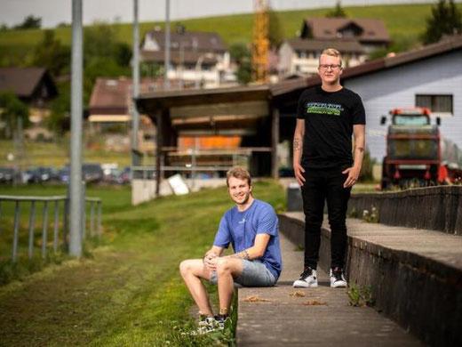 Gehen neue Wege in der Modebranche: Nico Staub (links) und Stephan Wernli aus Gossau ZH. Bild: Seraina Boner