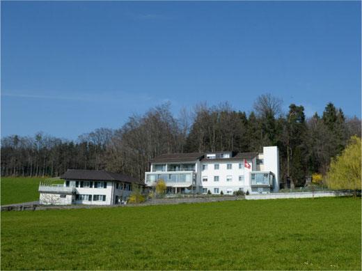 Das Heim im Grünen: Alters- und Pflegeheim Grüneck in Ottikon. Bild: Urs Weisskopf