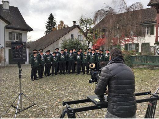 Der Jodelklub Bärblueme Grüningen beim Filmdreh. Bild: Sandra Iten
