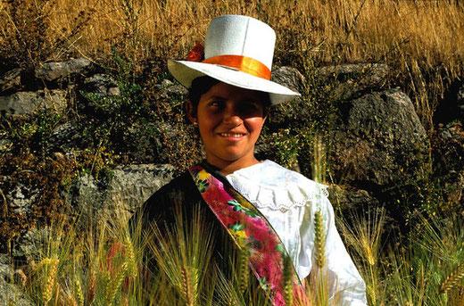 Die Andenbewohner tragen farbenfrohe und vielfältige Trachten