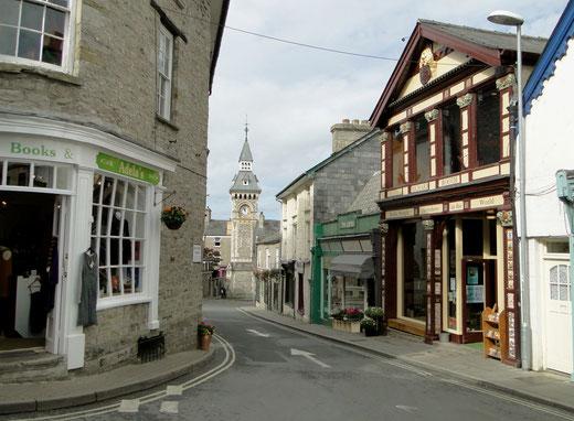 Foto: Wikimedia Commons, Booth's Bookshop, Lion Street, Hay-on-Wye by Philip Pankhurst, Lizenz durch Klick aufs Bild