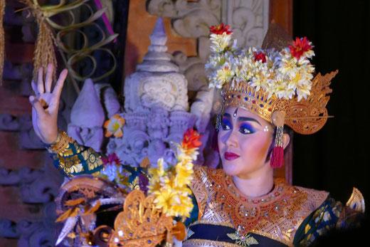 Traditioneller Tanz im Königspalast, Ubud, Bali.