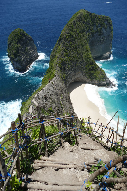 Kelingking Beach. Breathtaking View & breathtaking steps down to the beach!