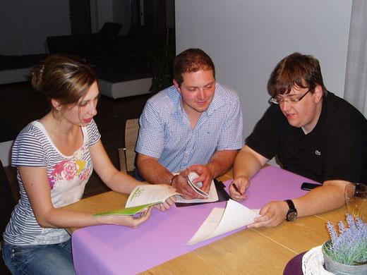 Markträtin Vera Stahl, AK-Leiter Rudolf Grundler und UB-Beisitzer Christopher Hanauer im Gespräch