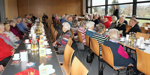 Seniorennachmittag im Wartenberg Oval | Foto→ Hartmut Gohlke