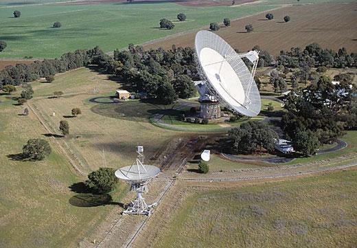Das Parkes Observatory in Australien. Hier soll das Signal entdeckt worden sein. Credits: Von CSIRO, Attribution, https://commons.wikimedia.org/w/index.php?curid=35441