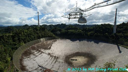 Vom Balkon des Besucherzentrums fotografiert: Der 300m Spiegel von Arecibo