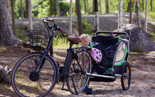 Fahrradanhänger mit Kind