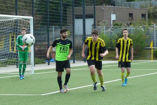 TuS A-Jugend im Heimspiel gegen den FC Stoppenberg. - Fotos: mal.