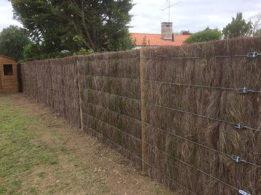 CAZORLA TP : pose de clôtures extérieures en brande de bruyère