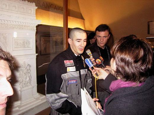 Hugues à l'arc de triomphe en 2001.