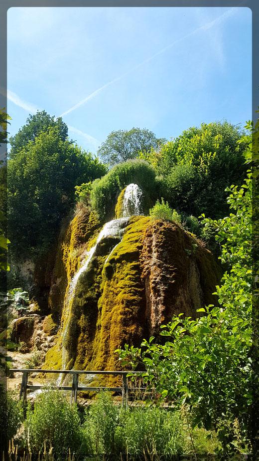 Einsamer Wandersteg am Dreimühlen-Wasserfall ?!