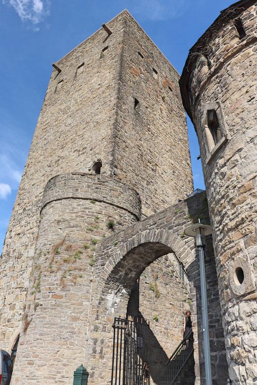 Burgfried und Eingang zur Burg Blankenstein, aufgenommen mit Canon Eos 77d