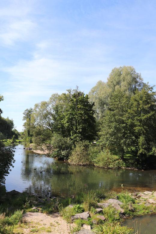 Flusslandschaft am Beginn der Wanderung
