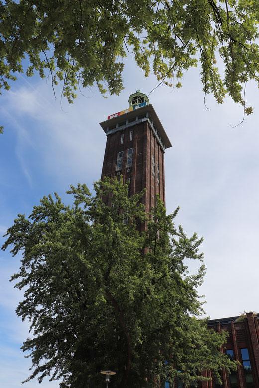 Kölner Messeturm im Rheinpark
