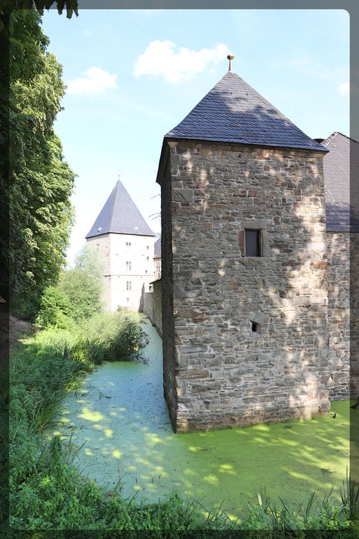Haus Kemnade umgeben von einer Gräfte erbaut im 17. Jahrhundert