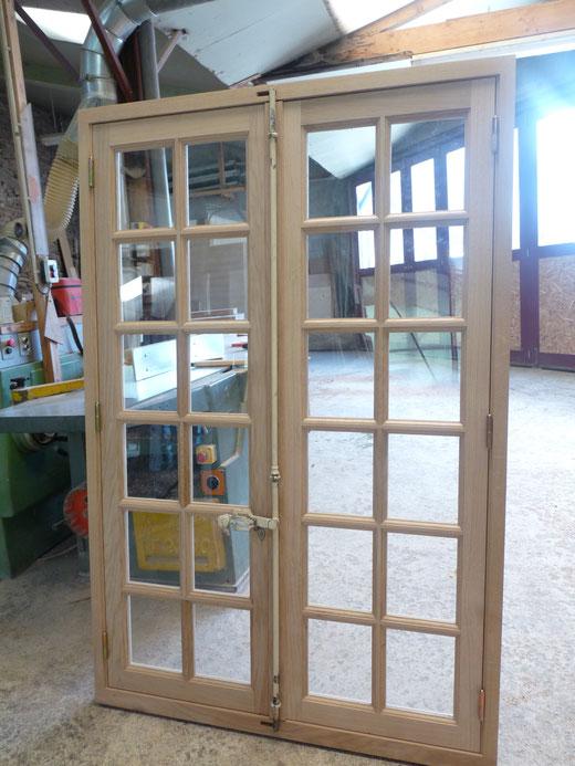 Artisan créateur,fabricant d'escaliers,volets,fenêtres bois,cuisines.Pose fenetres bois,ALU,PVC.