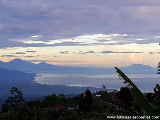 Mountain land for sale with panoramic views over Lake Tamblingan and Lake Buyan