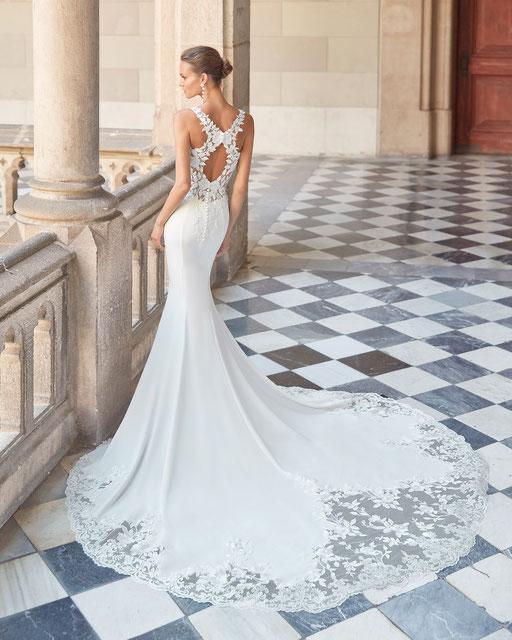Figurbetontes Brautkleid im Meerjungfrauen Stil. Elegant und Sexy mit dem tiefen Rückenausschnitt.
