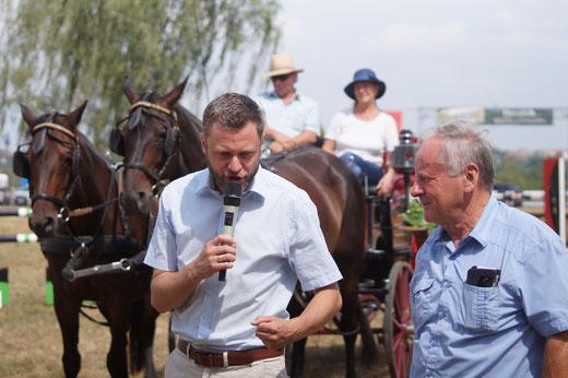 Bürgermeister Stefan Leier (links) und Vereinschef Ernst Ebenhoch. Foto: Alpha-Report