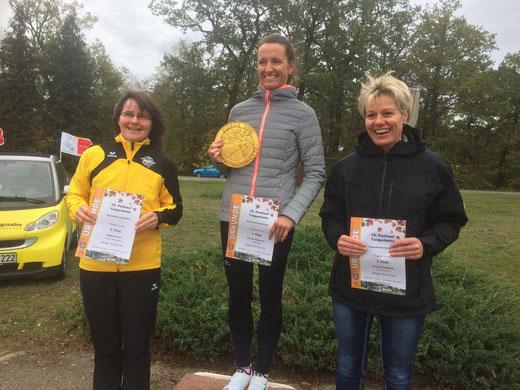 Die schnellsten Damen auf der 5,4-Kilometer-Strecke (von links): Nadine Dorn, Frauke Neumann und Diana Schönfeld. Foto: Alpha-Report