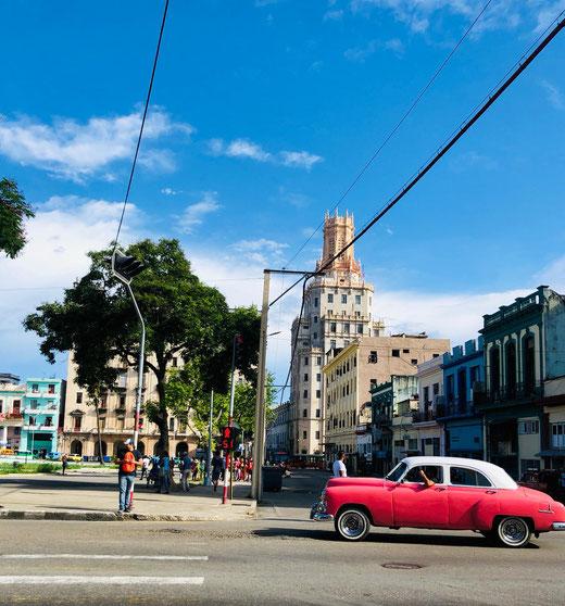 Die Autos in Havanna sind meist ältere Modelle.
