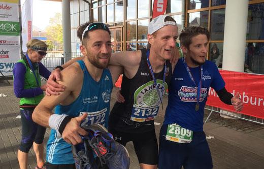 Die besten Marathon-Läufer 2018 (von links): Robert Linz, Karsten Pinno, Stefan Otto). Foto: Alpha-Report