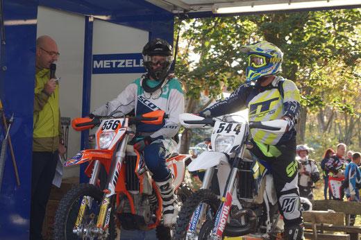 Tim Buhtz (links) auf der Startrampe der Internationalen Deutschen Meisterschaft in Tucheim. Foto: Alpha-Report