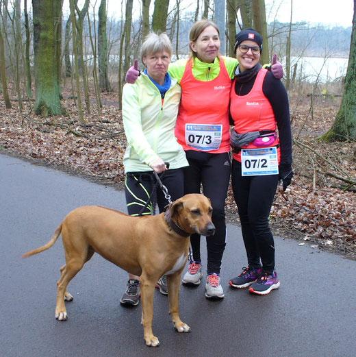 Glücklich im Ziel (von links): Ines Herm, Heike Graper und Benita Zurke.