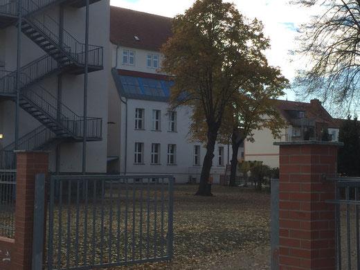 Die Diesterweg-Sekundarschule an der Burger Karl-Marx-Straße. Foto: Alpha-Report
