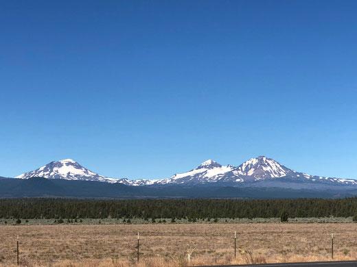 photo des pics montagneux appelés les trois soeurs à SISTERS dans l'Oregon