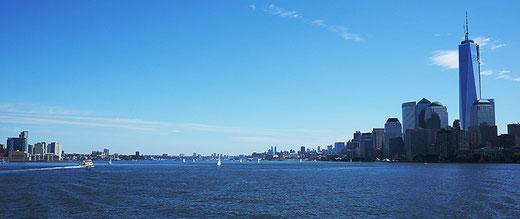 Photographie, New York, bateau de liberty Island, Manhattan, couleurs, visualisme, Mathieu Guillochon, architecture, art, USA, bleu, rouge, Alpha City