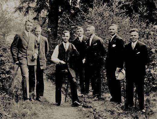 Kolpingbrüder 1933/34: v.l. Jos. Keggenhoff, Josef Krick, Joh.Schmitte, Wilh. Schulte, Ferdi Schmitte, Heinr. Eickeler, Franz Keite