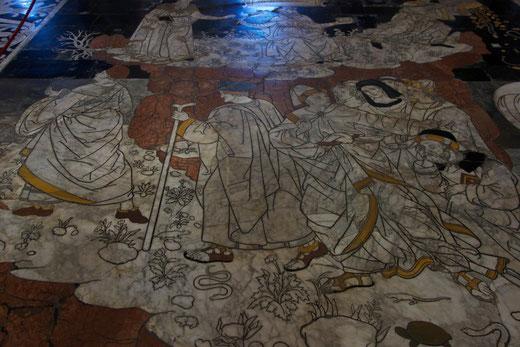 Fußboden im Dom: Dass dieses Gemälde aus Stein geschnitten wurde, mag man  kaum glauben.