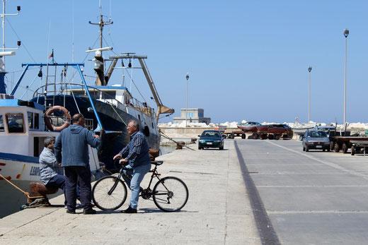 Im Hafen. Trapani hat eine große Fischereiflotte.