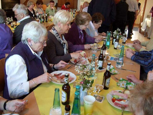 Das Essen schmeckt den 'Neuen' - Foto: HPD