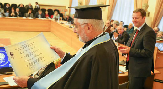 Prof. Dr. Ernst Poeppel receives an honorary doctoral degree at the Russian State University of the Humanities (RGGU) in Moscow