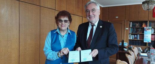 Picture of Prof. Dr. Ernst Poeppel with Prof. Ludmilla Verbitskaya