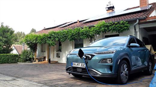 """Hyundai Kona am ICCB bzw. """"Ziegel"""" mit PV-Strom laden."""